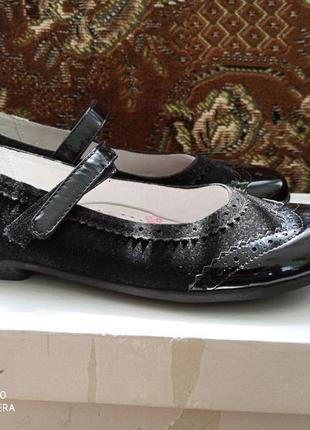 Дитячі лаковані туфлі