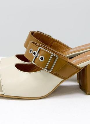 Кожаные стильные шлепанцы на каблуке