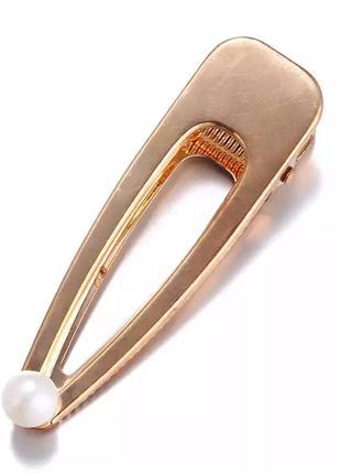 Заколка для волос золотистая с жемчугом
