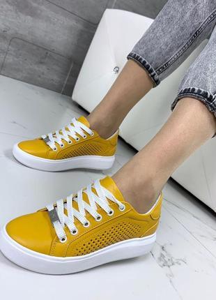 Крутые качественные жёлтые кеды из натуральной кожи с перфорацией