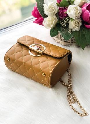 Желтая элегантная сумка на цепочке