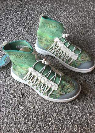 Бомбезні легкі кросівки