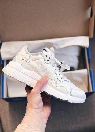Женские кроссовки adidas nite jogger белые
