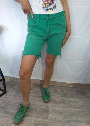 Стрейчевые шорты.