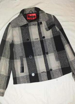 Стильная куртка в клетку