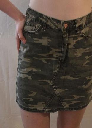 Джынсовая юбка в камуфляже