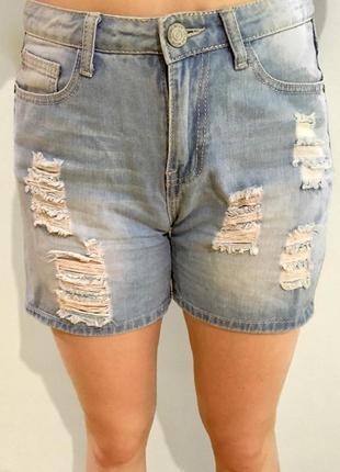 Шорты джинсовые голубого цвета рваные с потёртостями светлый деним