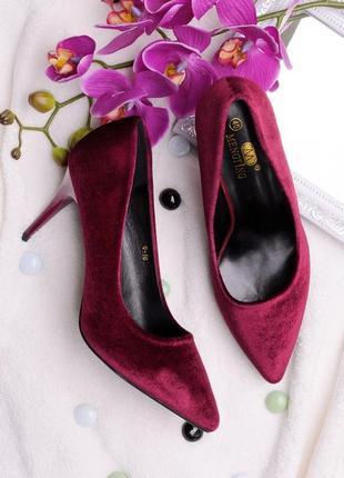 Бордовые велюровые лодочки туфли с острым носом на каблуке шпильке