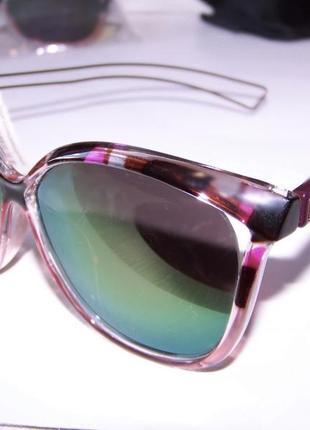 Цветочные солнцезащитные очки-стрекозы с двойными дужками и розово-голубым зеркалом