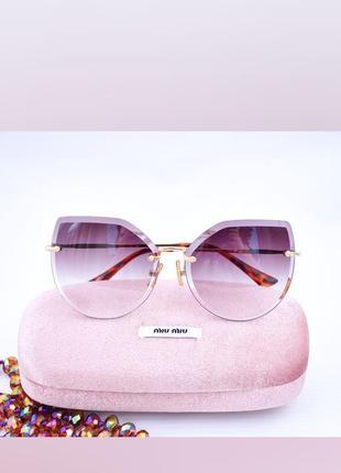 Красивые солнцезащитные градиентные очки окуляри