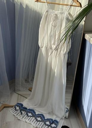 Белый макси сарафан с вышивкой