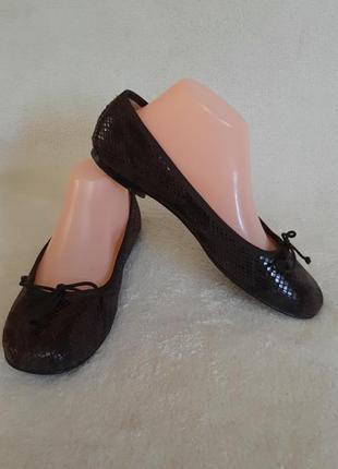 Стильные туфли , балетки фирмы bata vera pelle (испания )  p. 39 стелька 25,5 см