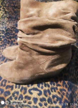 Замшевые ботинки ботиночки на танкетке