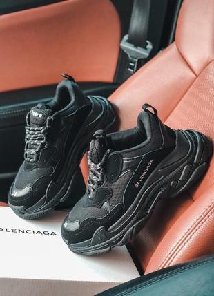 Трендовые женские кроссовки balenciaga triple s all black чёрные