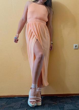 Платье в пол персиковая вечернее с вырезом