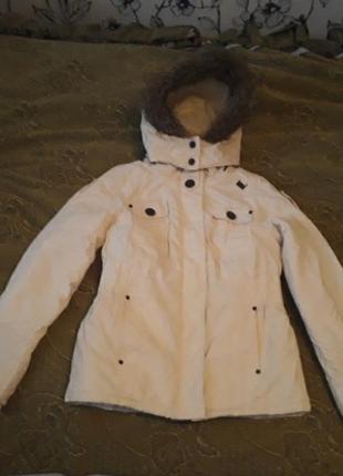 Куртка белая с капюшоном