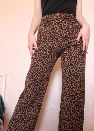 Леопардовые штаны палаццо/клеш с поясом  pretty little thing