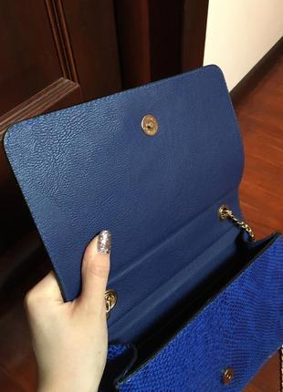 Синяя сумочка под змеиную кожу3 фото