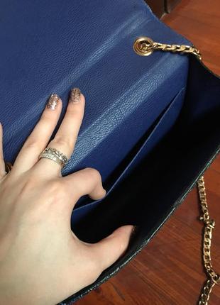 Синяя сумочка под змеиную кожу4 фото