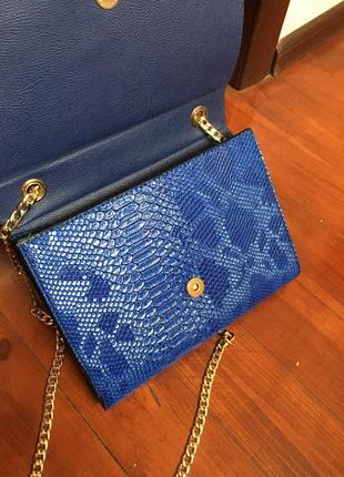 Синяя сумочка под змеиную кожу5 фото