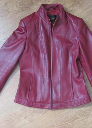 Куртка кожанная, приталенная, размер s
