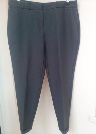 Укороченные классические суженные темно-серые брюки