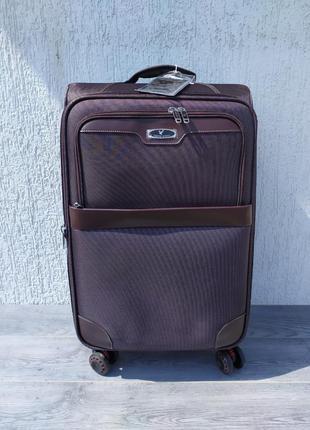 Чемодан, дорожный чемодан на колесах.