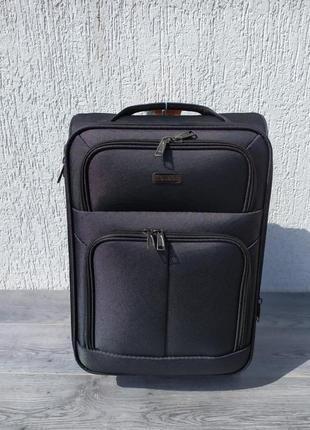 Чемодан, чемодан дорожный на колесах.