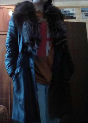 Зимнее кожаное пальто с подстежкой и меховым воротником