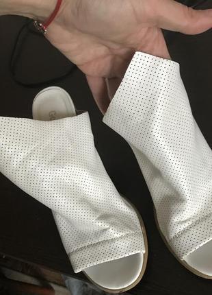 Туфли без пятки на каблуке