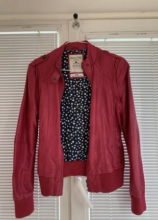 Продаю модную кожаную куртку  размера s в хорошем состоянии
