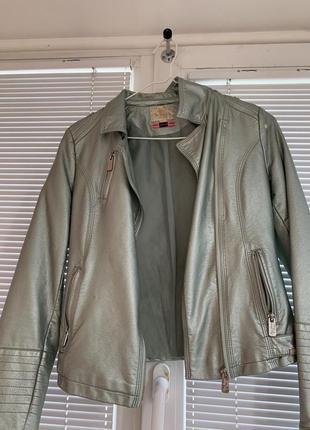 Продаю модную кожаную куртку  размера s в хорошем состоянии.