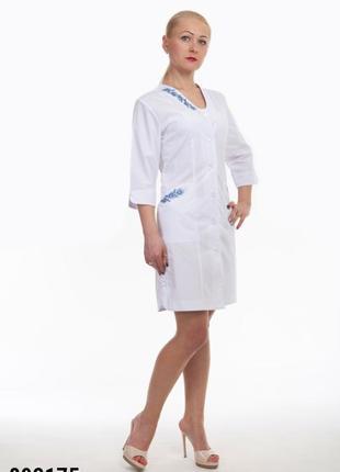 Белый халат медицинский с вышивкой, батист, р. 42-66; женская мед. одежда, 892175