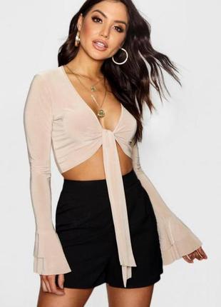 Роскошная топ блуза с глубоким декольте,ажурными вставками