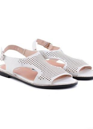 Белые босоножки сандалии на плоской подошве низкий ход с перфорацией
