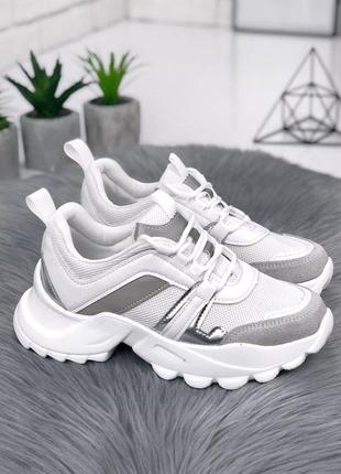 Очень стильные кроссовки, рефлективные вставки