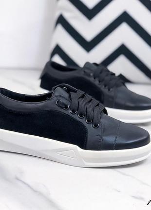 Женские черные натуральные кожаные замшевые кроссовки кеды на белой толстой подошве