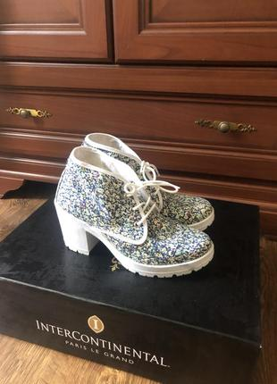 Милые кеды на каблуке в цветочный принт с цветами прованс,