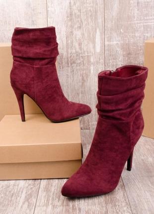 Бордовые ботинки на шпильке