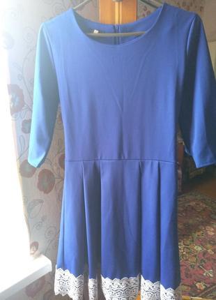 Синє плаття з кружевами