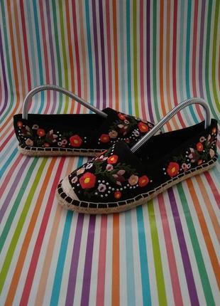 Туфельки мокасини