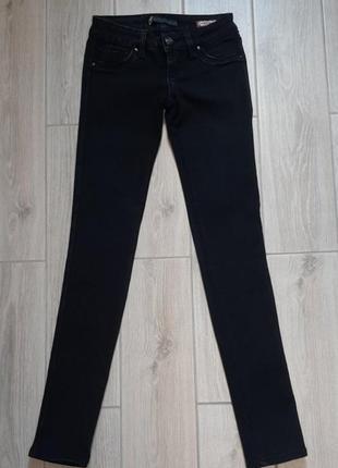 Черные джинсы в обтяжку delfin