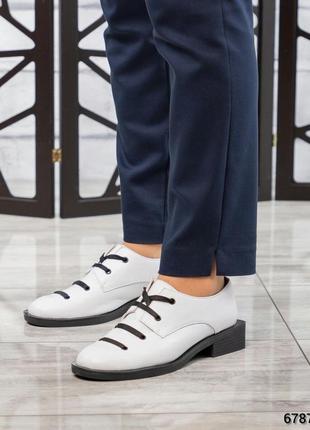 Кожаные белые туфли на квадратном каблуке