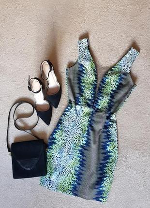 Ефектне незвичайне літнє  плаття - футляр глибоке декольте сітка завищена талія