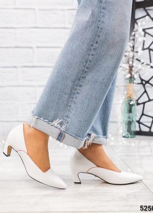 Элитные кожаные белые туфли