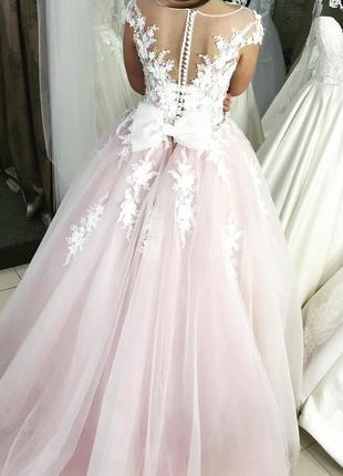 Оригінальна весільна сукня