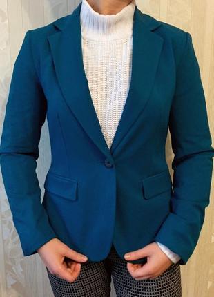 Пиджак с длинными рукавами и воротником zara