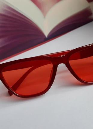 Стильные красные очки с красными линзами