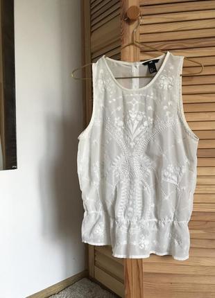 Блуза h&m с баской и вышивкой, s/m