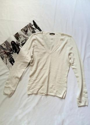 Молочный свитерок с v-образным вырезом sisley